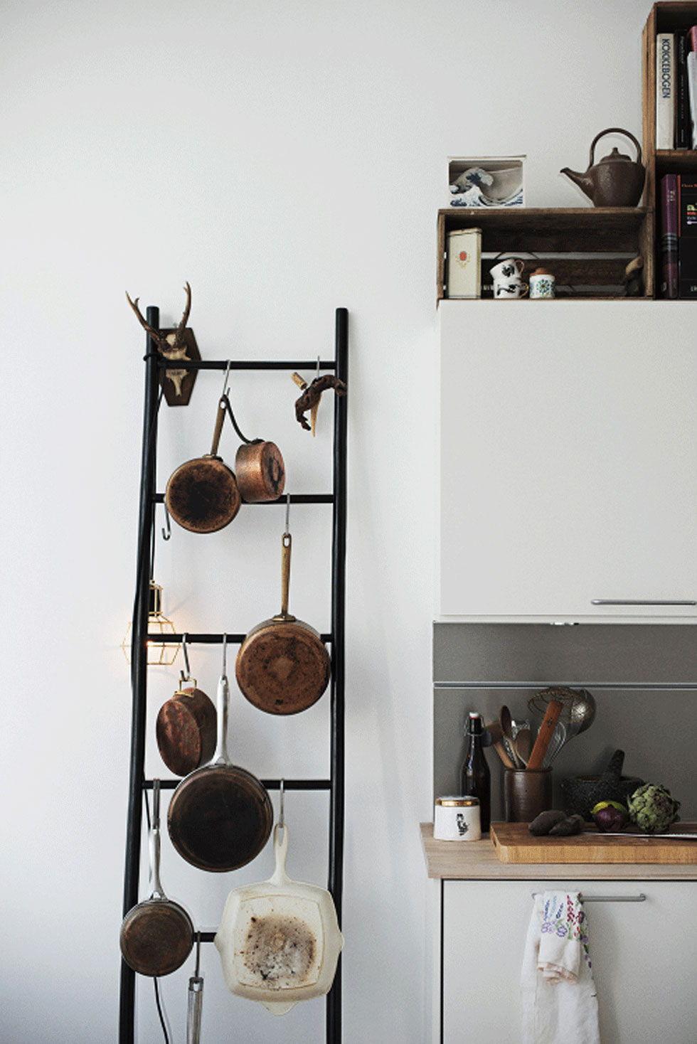 kitchen pots hanging