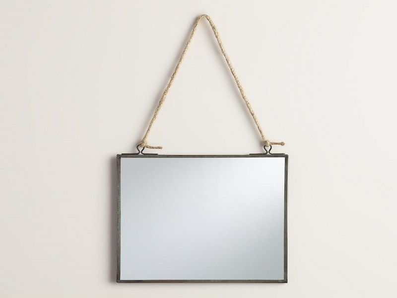 Square stringed mirror