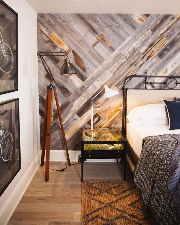 Wood pallet wall bedroom
