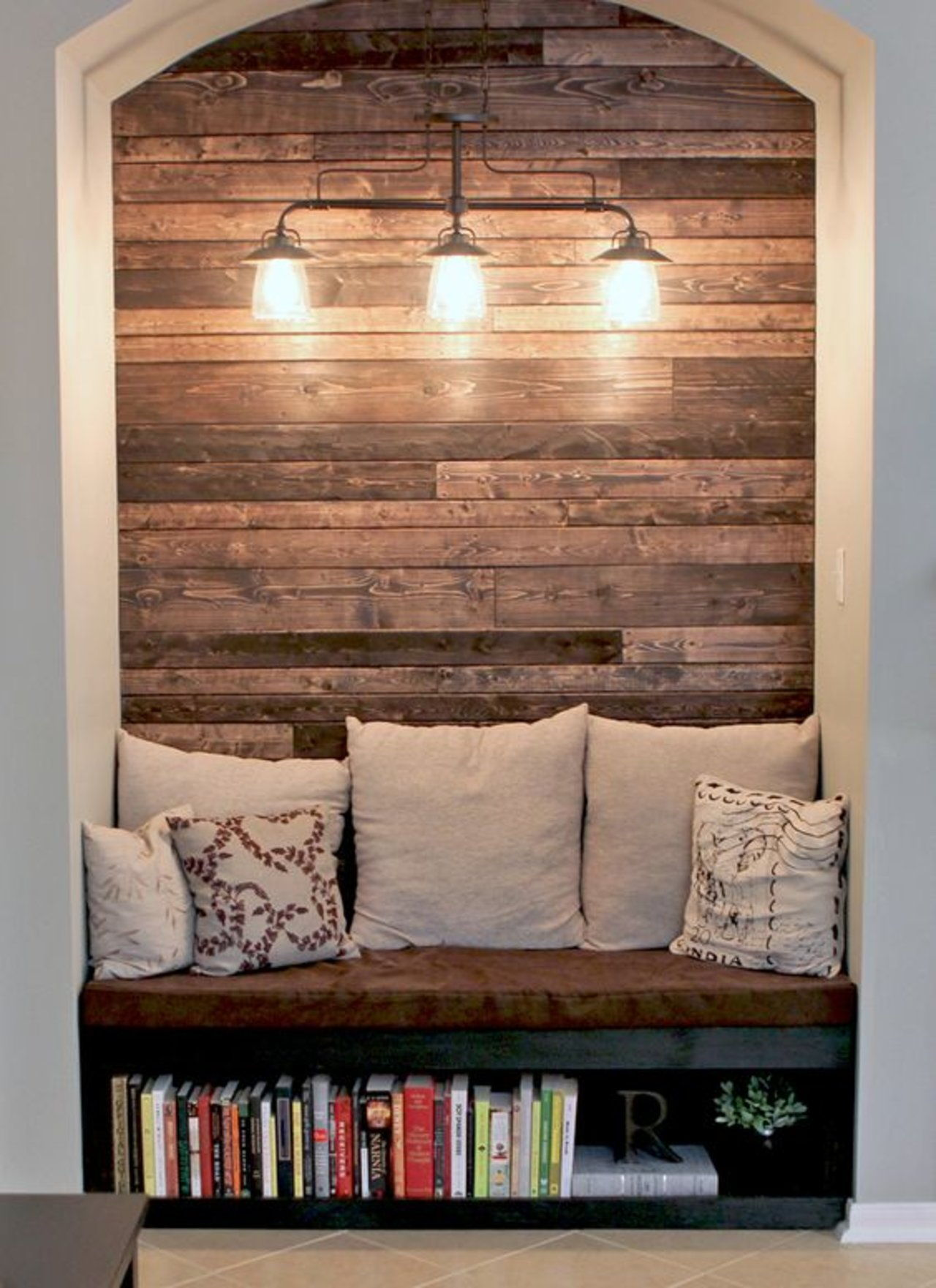 Wood pallet reading nook