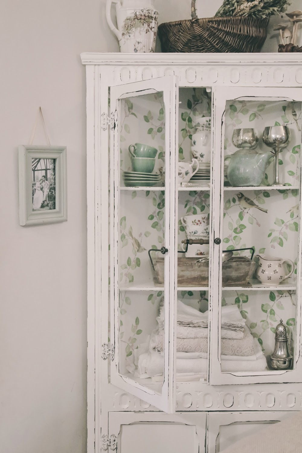 Wallpaper cabinet interior
