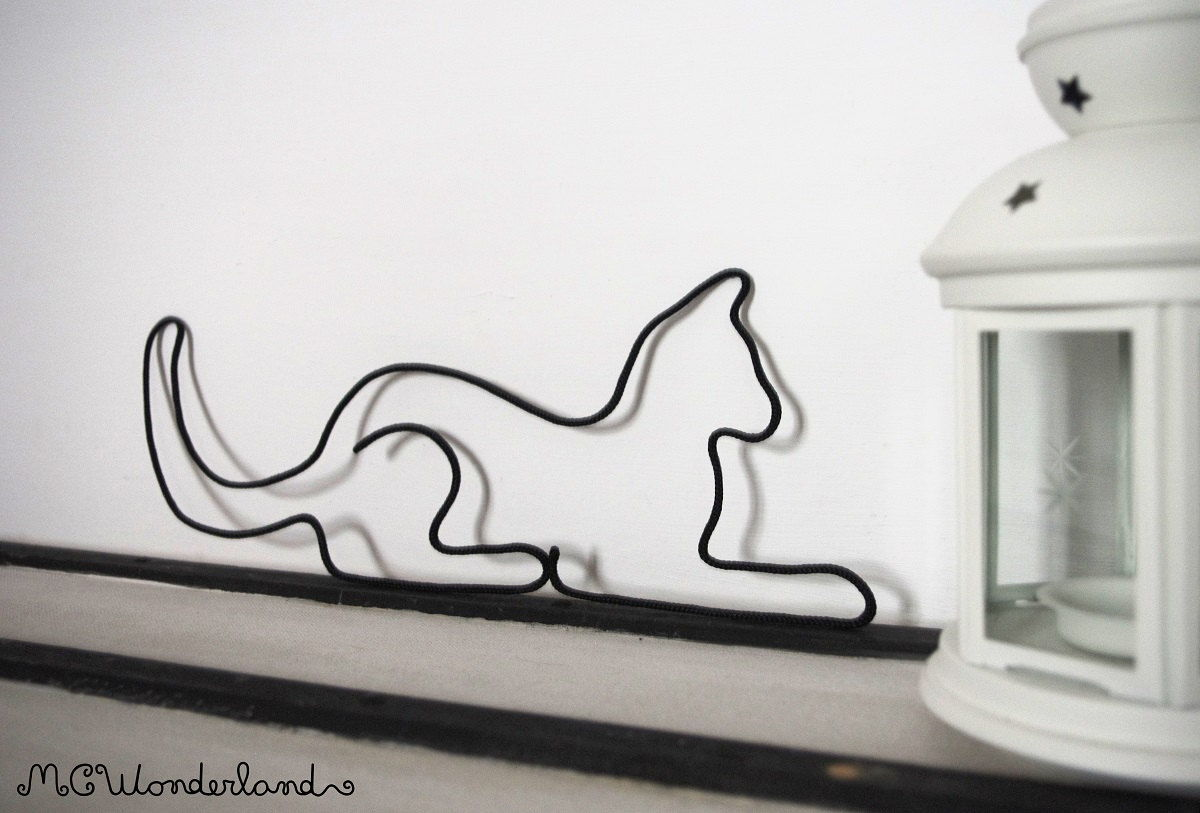 Cat wire decor