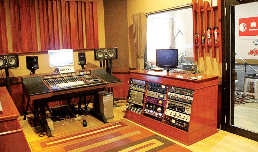 RANGGA MUSIC STUDIO MENGEMBANGKAN STUDIO DENGAN PROSESSOR ANALOG