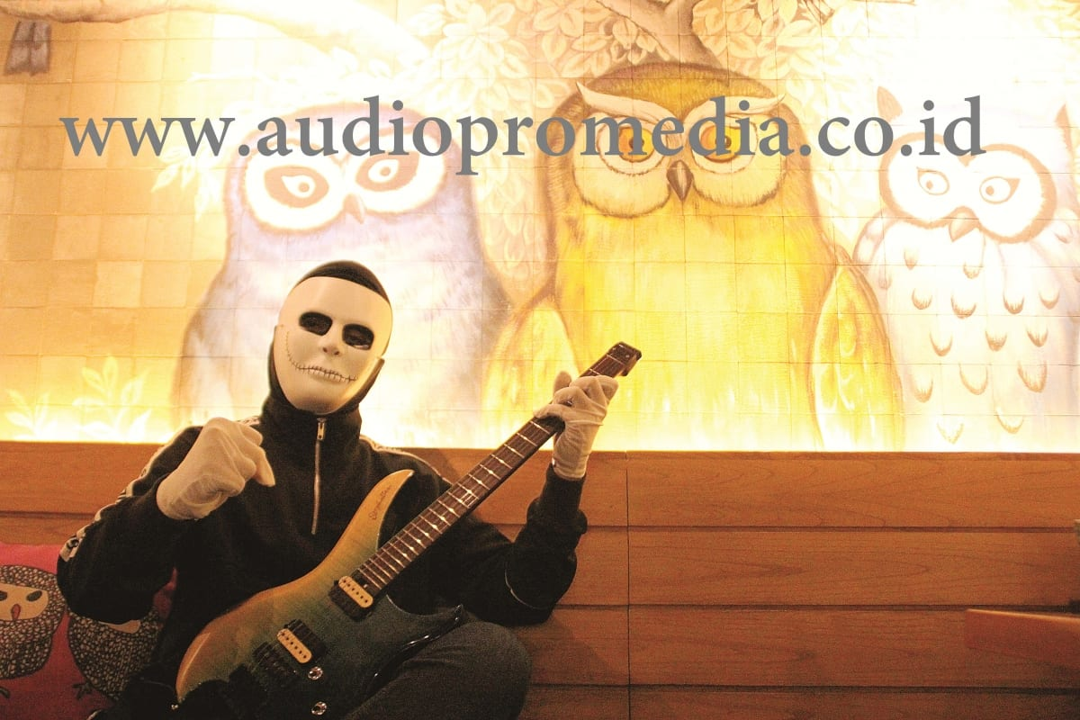 "THE MASK GUITARIST ERA MILENIAL ""CUTE PAPA"""