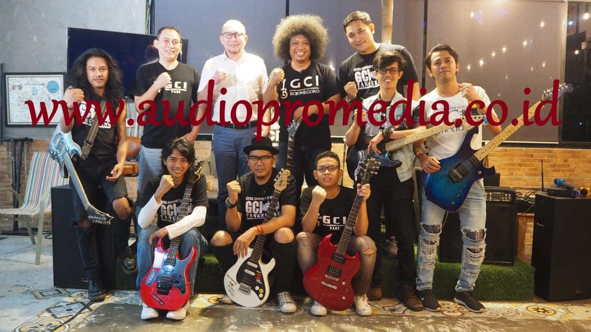 """KOMPOSISI"" LIVE STREAMING TALKSHOW DI YOOLIVE BARENG GUITAR COMMUNITY OF INDONESIA"