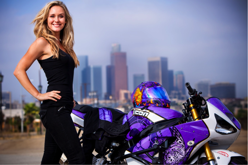Women can't do stunts? This chick can!