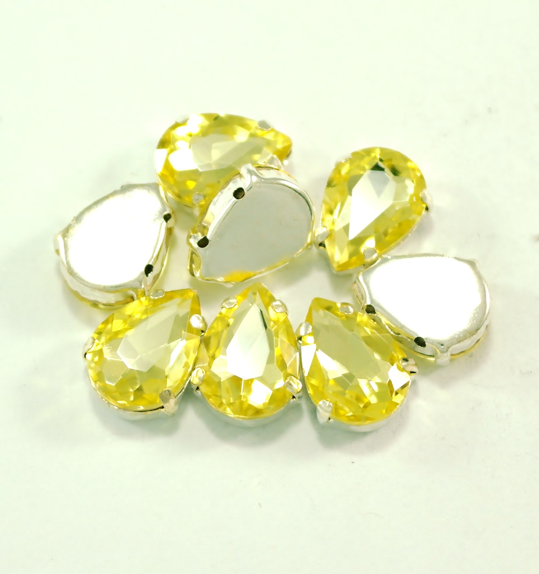 GLASS BEADS - JONQUIL TEAR DROP (T8)