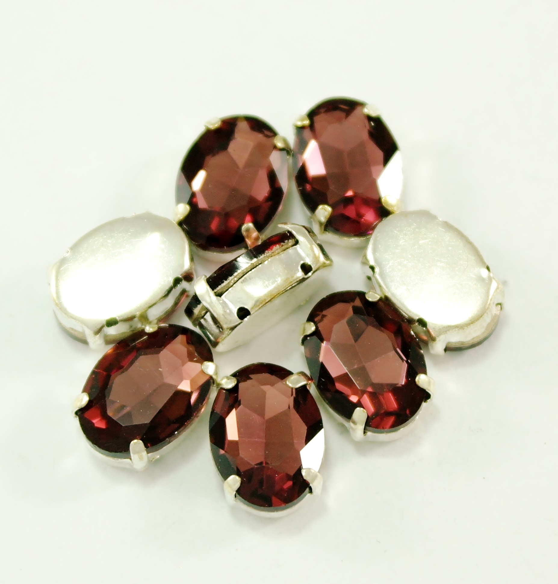GLASS BEADS - BURGUNDY OVAL (O17)
