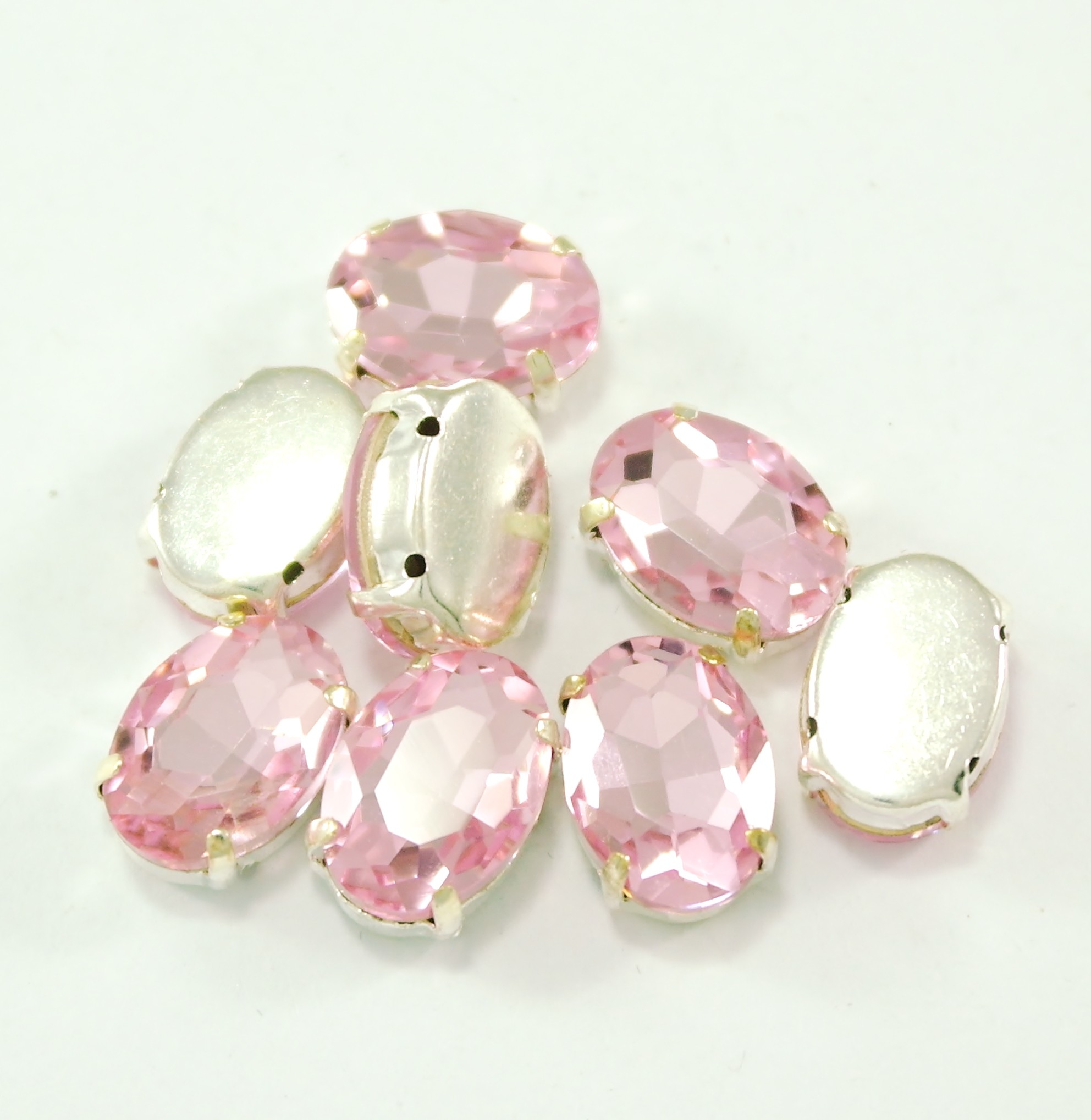 GLASS BEADS - LIGHT ROSE OVAL (O14)