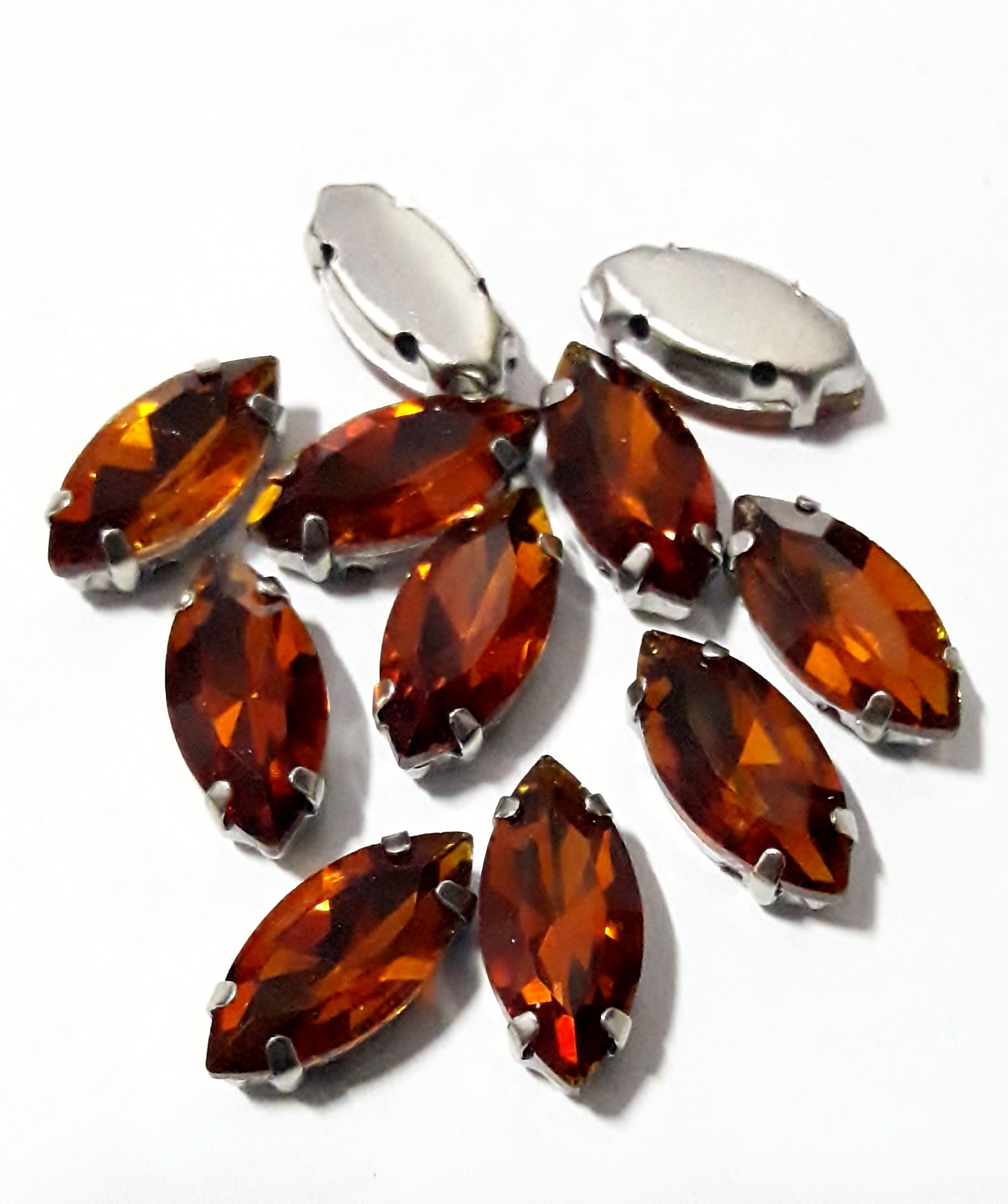 GLASS BEADS - SMOKED TOPAZ HORSE EYE (H12)