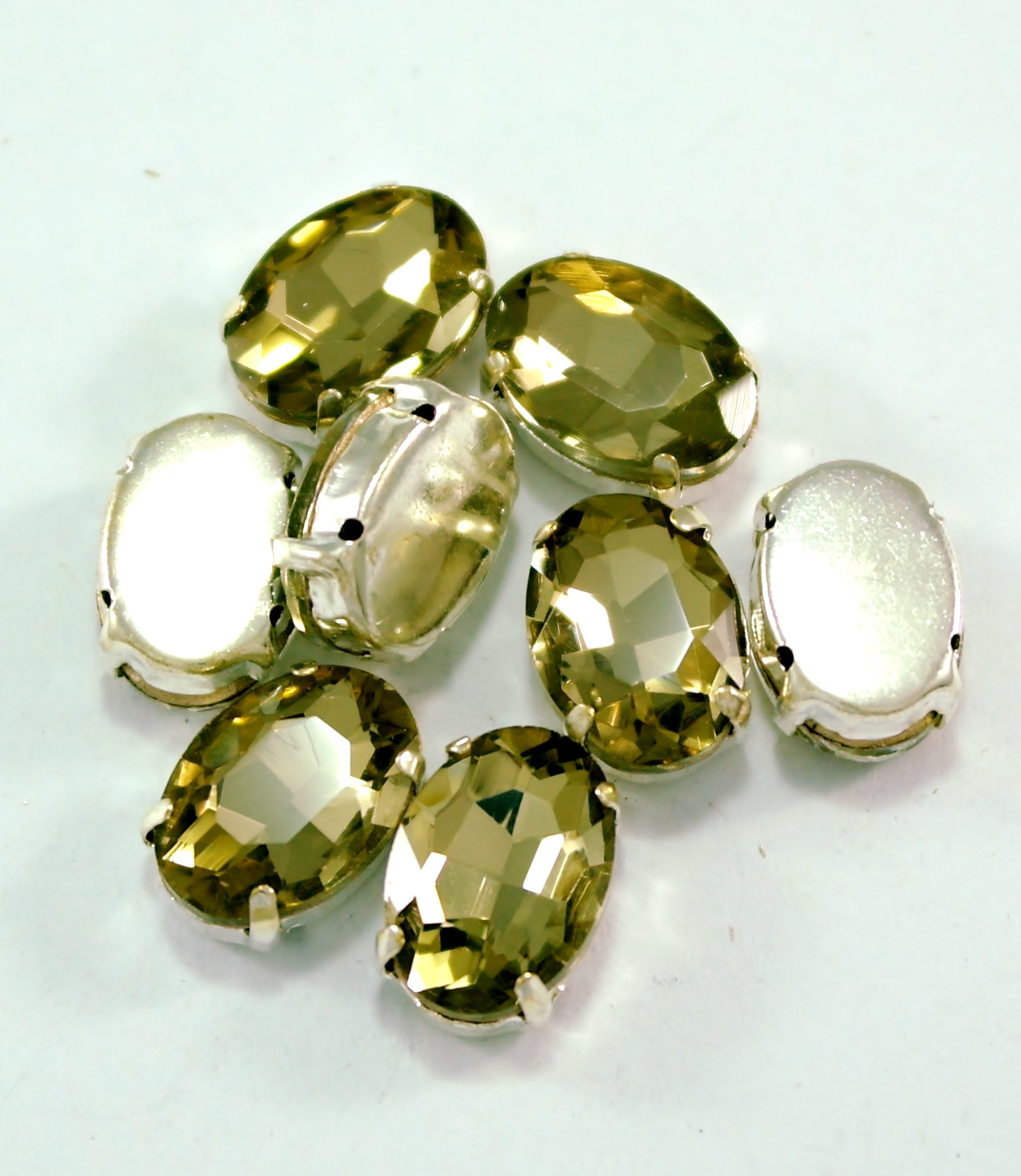 GLASS BEADS - LIGHT COLARADO TOPAZ OVAL (O10)
