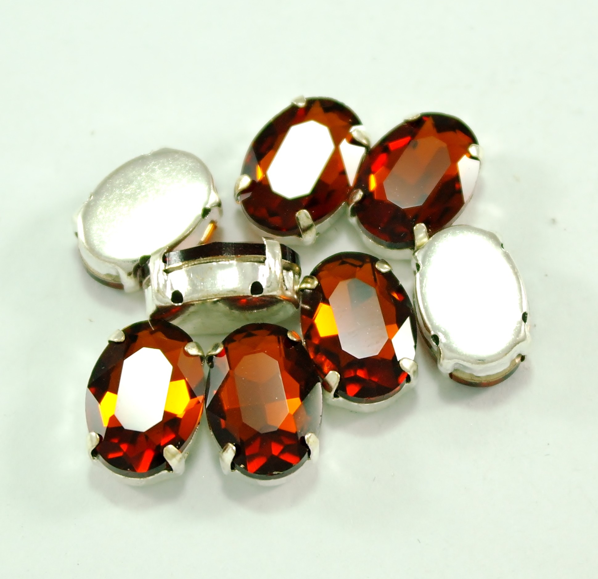 GLASS BEADS - SMOKED TOPAZ OVAL (O12)