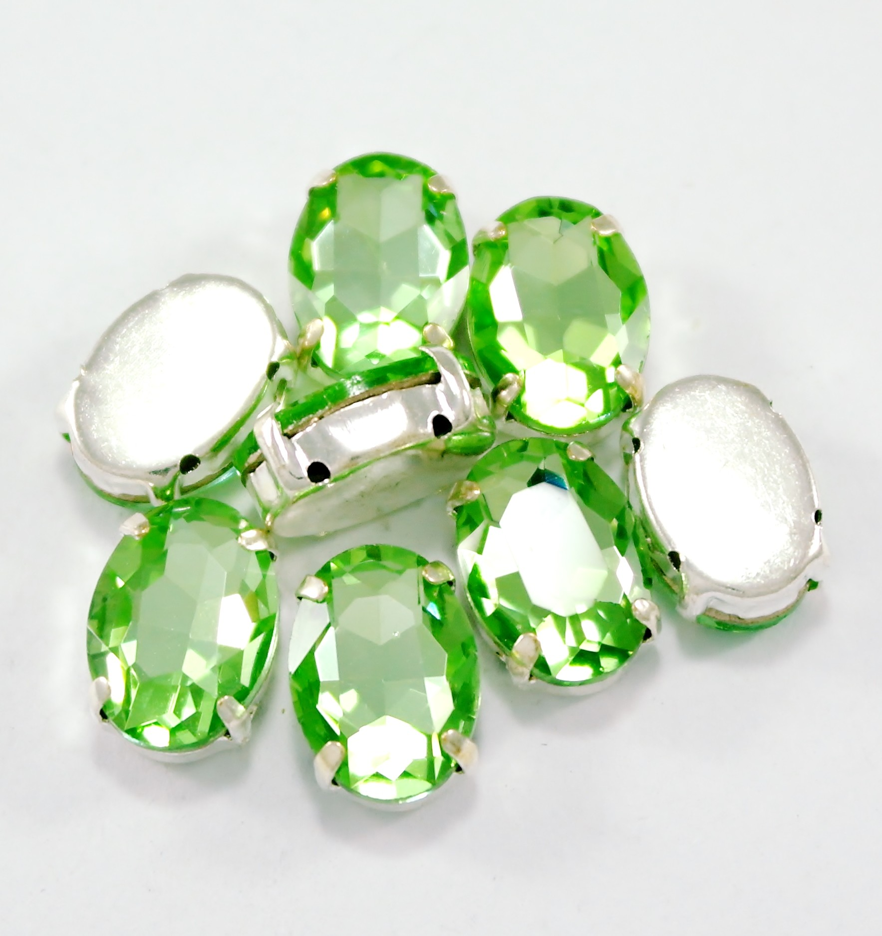 GLASS BEADS - PERIDOT OVAL (O6)