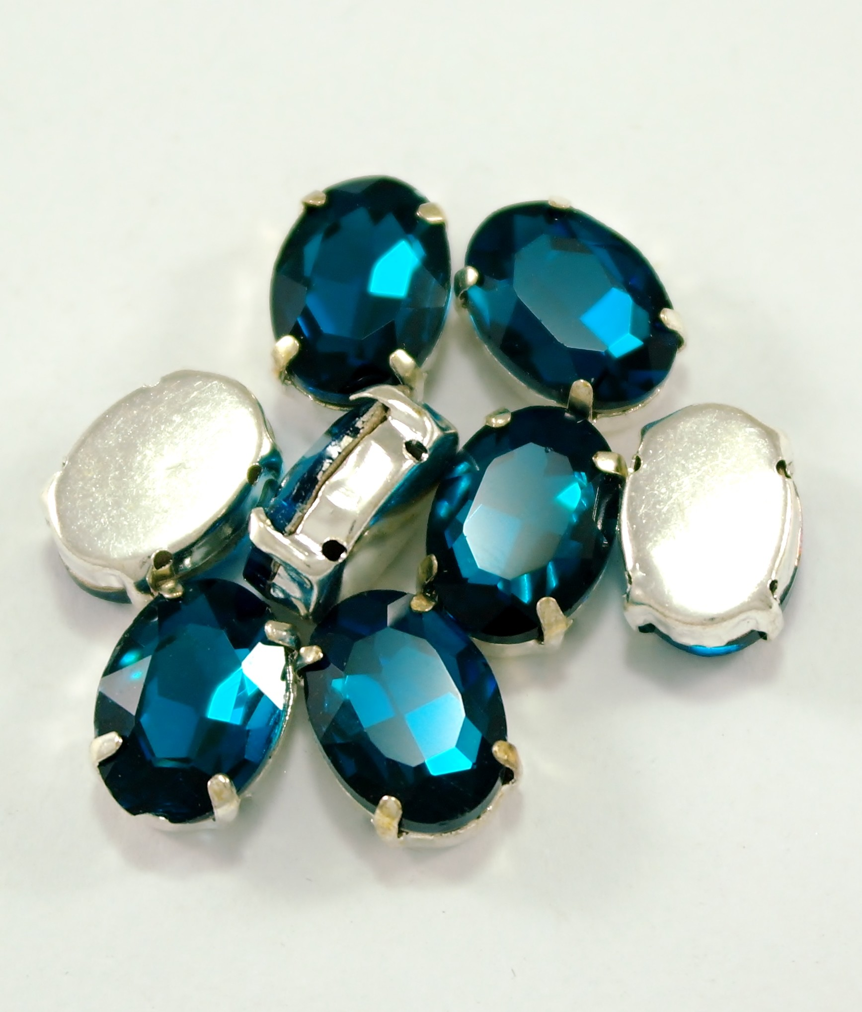 GLASS BEADS - BLUE ZIRCOIN OVAL (O5)