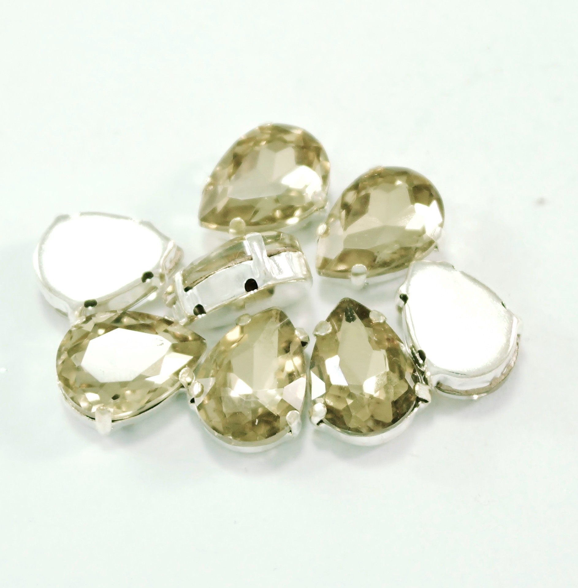 GLASS BEADS - LT. COLORADO TOPAZ TEAR DROP (T10)