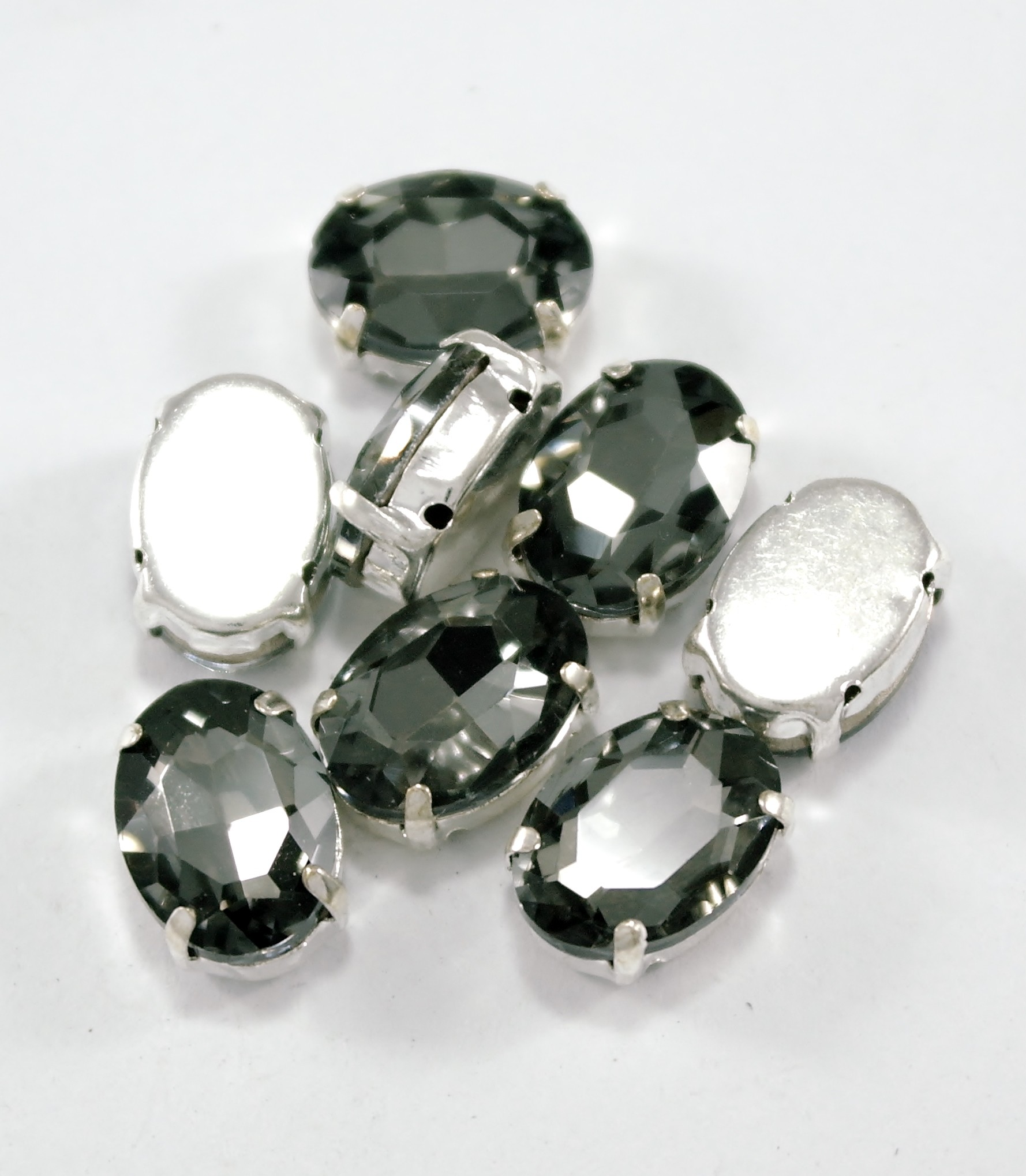 GLASS BEADS - BLACK DIAMOND OVAL (O2)