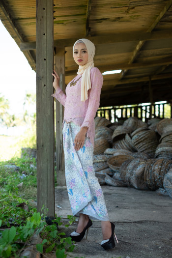 Fishtail Lace Soft Pink (Tops Only)