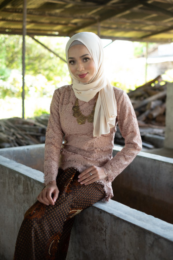 Fishtail Lace Brown (tops only)