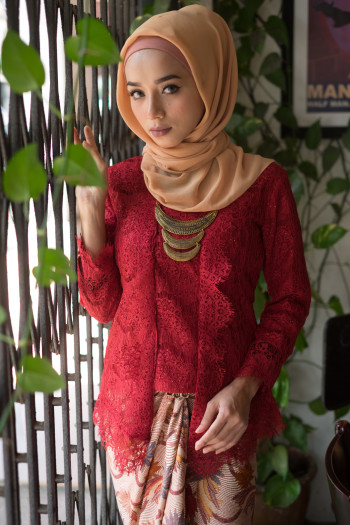 Kebaya Lace Maroon (Tops Only) - Haura Wear
