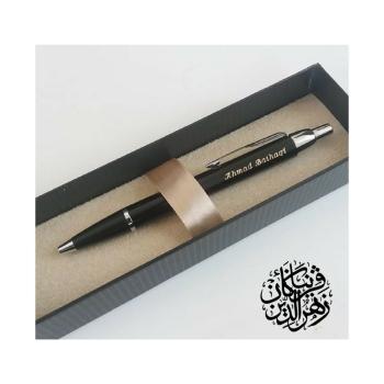 Pen berukir nama