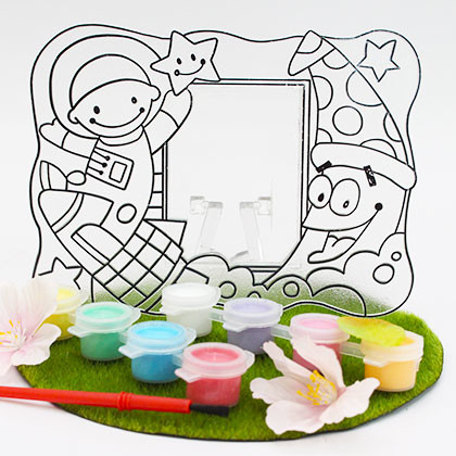 Suncatcher Frame - Astronaut in Space - Kidcited Learning Store