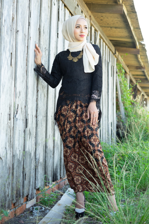 Fishtail Lace Black (Tops Only) - Haura Wear