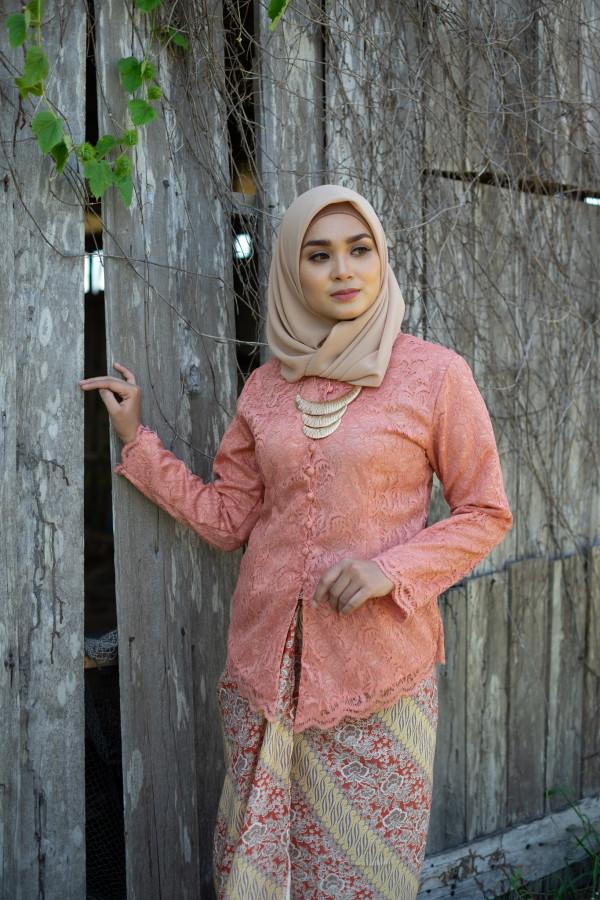 Nirmala Lace Peach (Tops Only) - Haura Wear