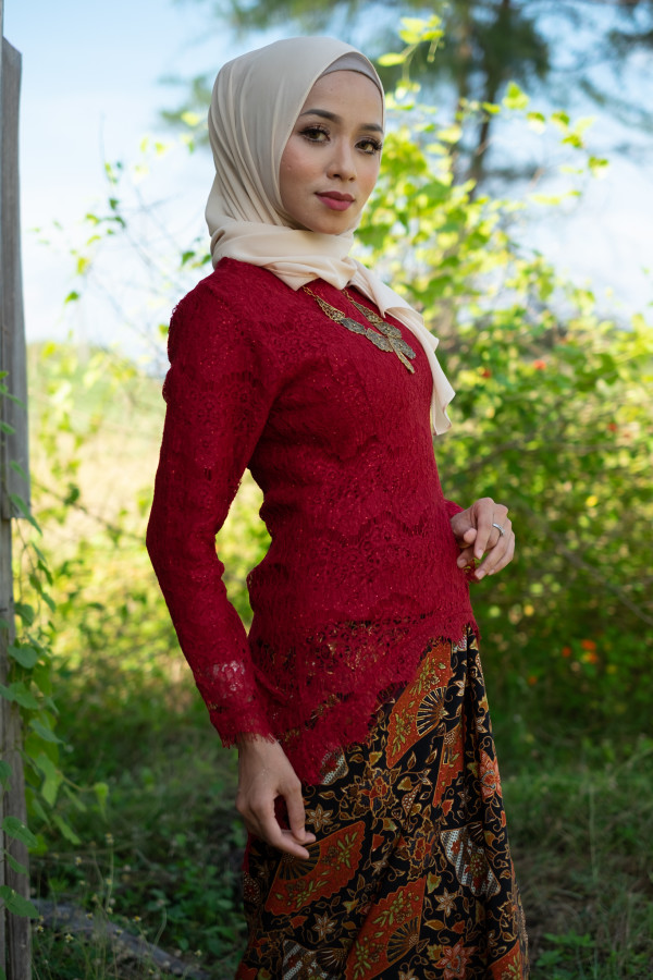 Fishtail Lace Maroon (Tops Only) - Haura Wear