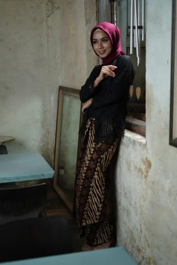 Kebaya Lace (1 set with Pario)