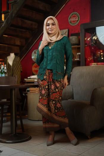 Kebaya Lace Emerald Green (1 set with pario)