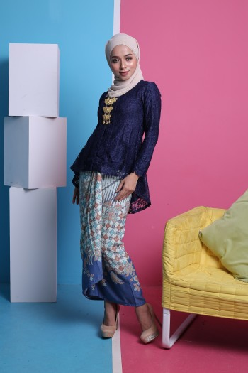 Kebaya Fishtail Lace in Navy Blue (1 set with pario)