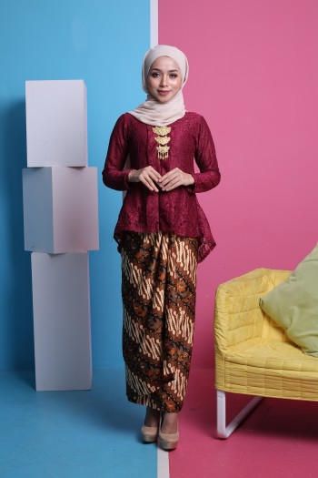 Kebaya Fishtail Lace in Maroon (1 set with pario)