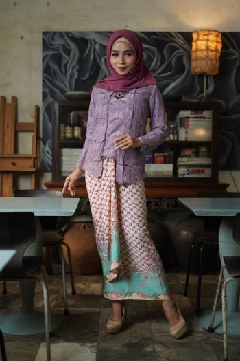 Kebaya Lace in Purple (1 Set with Pario)