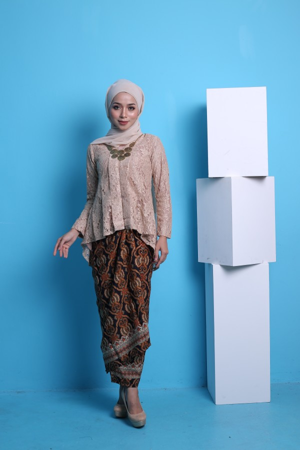 Kebaya Fishtail Lace in Nude (1 set with pario) - Haura Wear