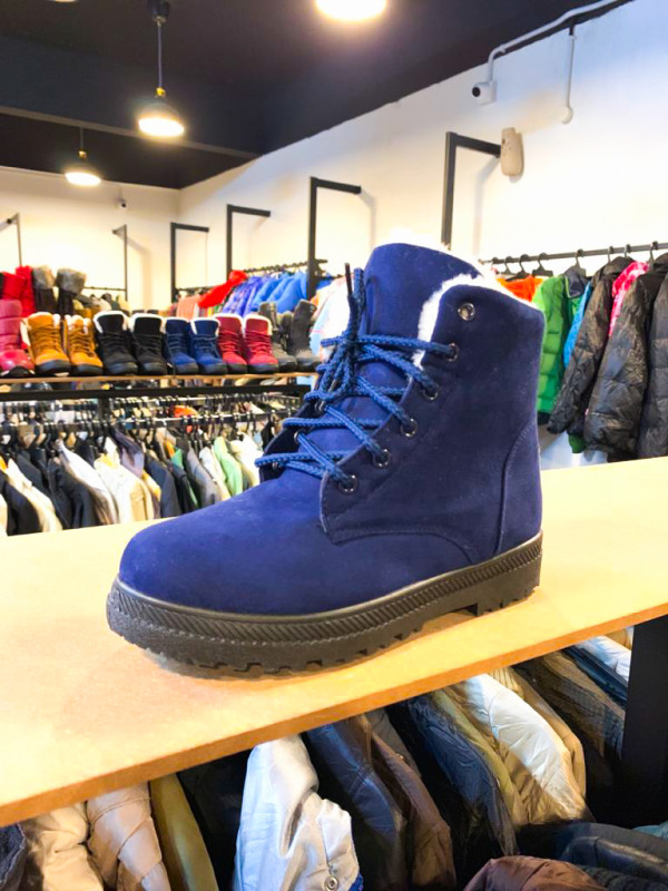 NAVY BLUE WINTER SHOES WITH PLUSH - Bundle Preloved