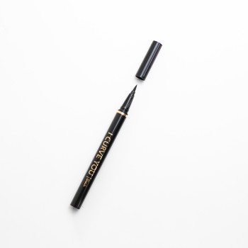 Super Black Liquid Eyeliner by Fazsbeauty
