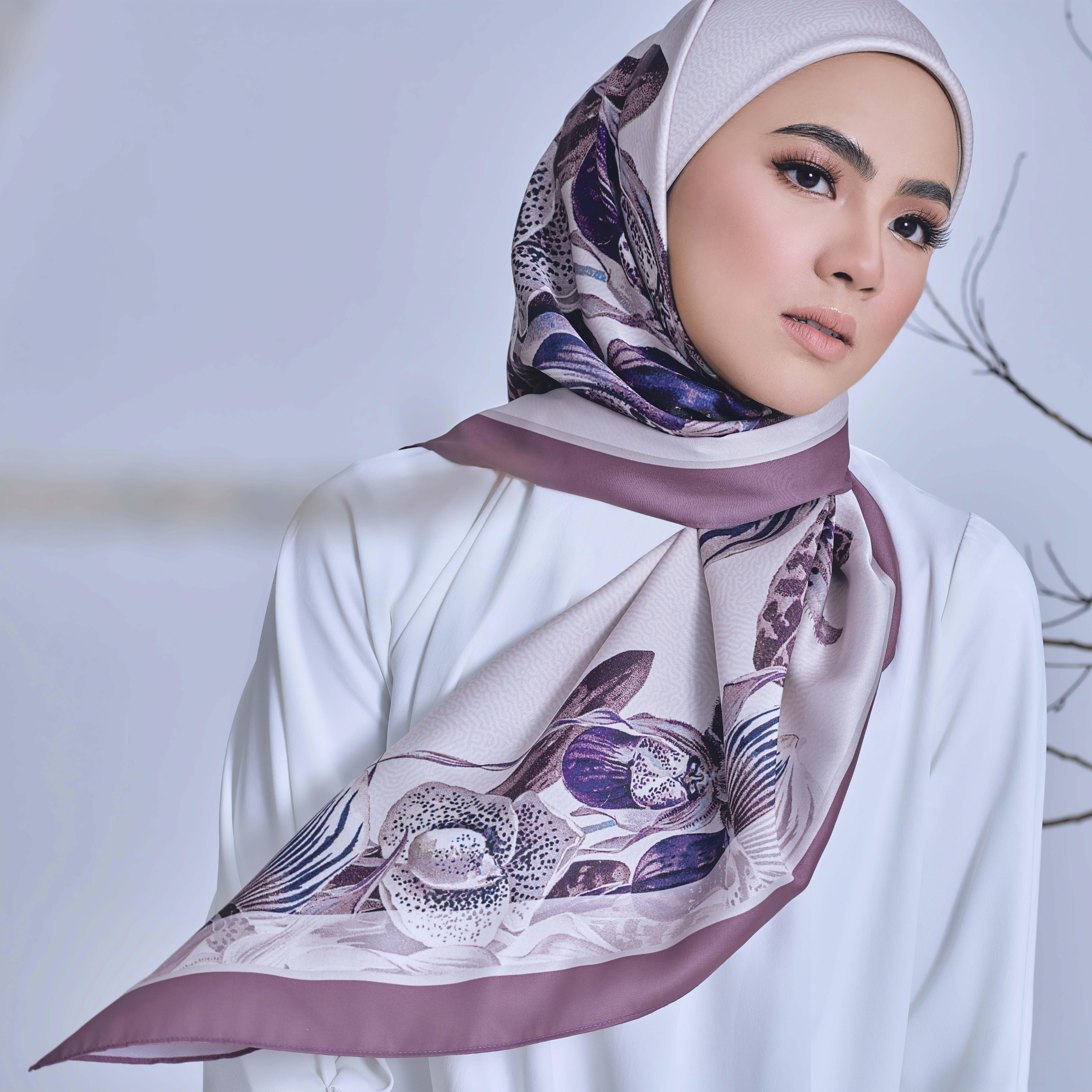 AZ Iris Luna Lilac