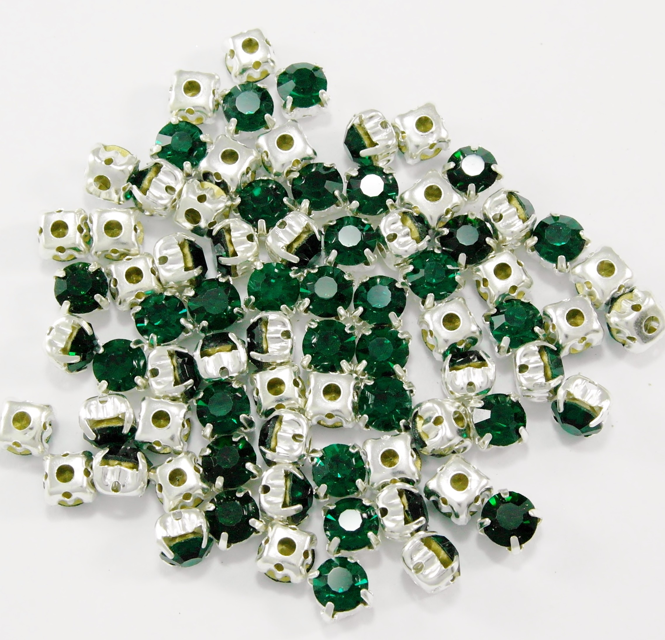 SS 34 montees - Emerald B8  ( 100 pcs )