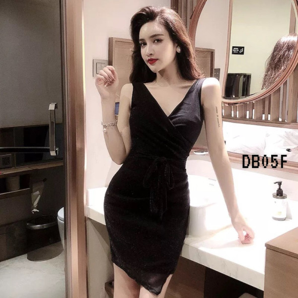Tiara V-neck Dress in Black - HerSpace Closet