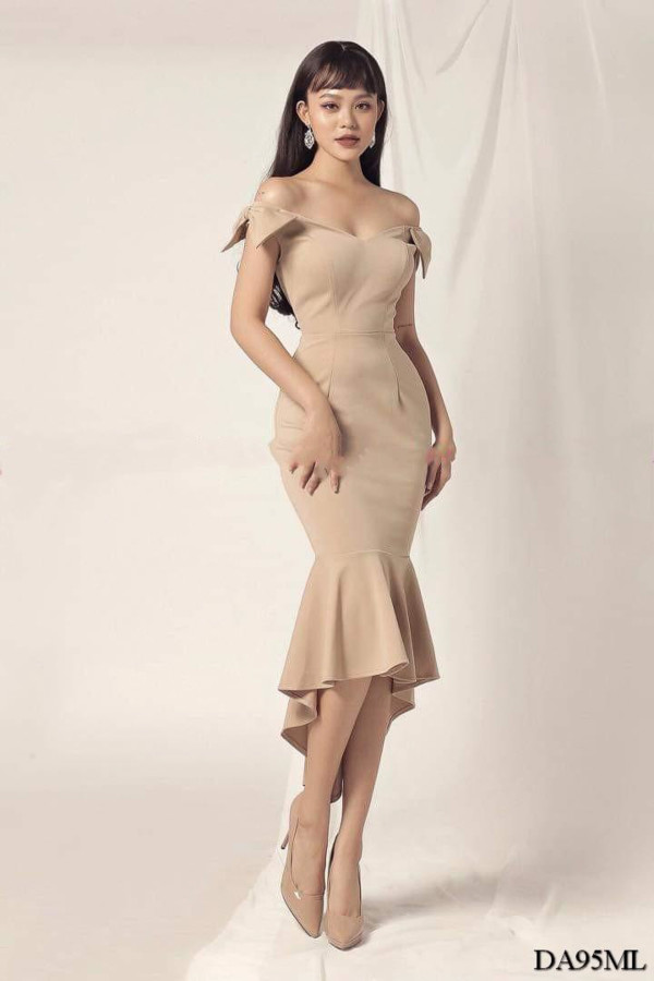 [PRE-ORDER] Harrod Midi Dress in Black - HerSpace Closet