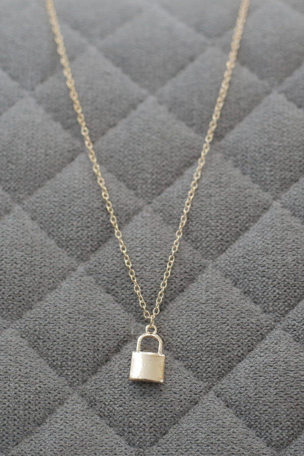LOVE ME XO - Lock Your Love Necklace - MEKNIS