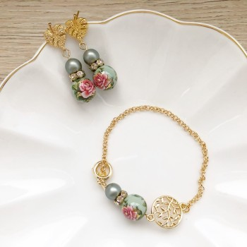 Nyonya Splendour Exquisite Bracelet and Earrings set - Diary of a Miniature Enthusiast