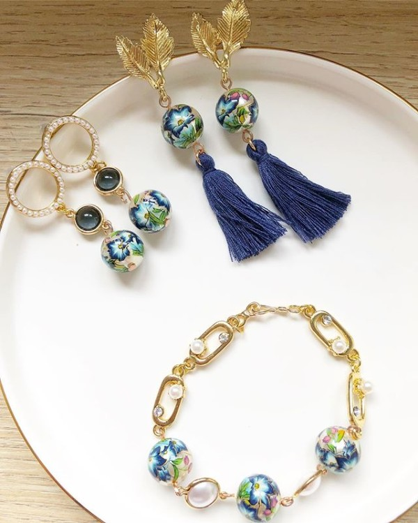Blue Floral Bracelet and Earrings - Diary of a Miniature Enthusiast