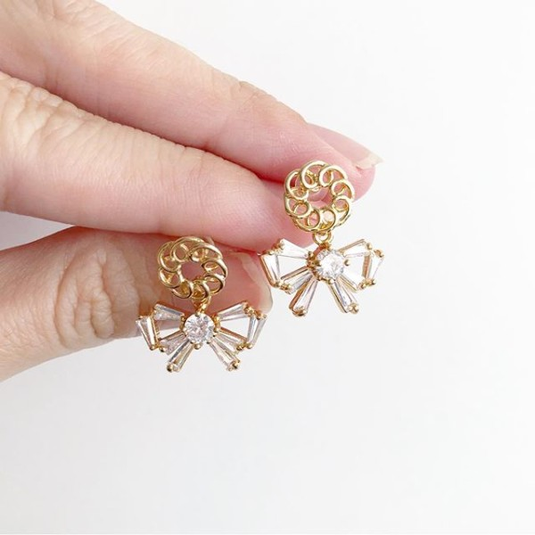 White Stones and Gold Earrings - Diary of a Miniature Enthusiast