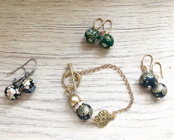 Black and Gold Bracelet and Earrings - Diary of a Miniature Enthusiast