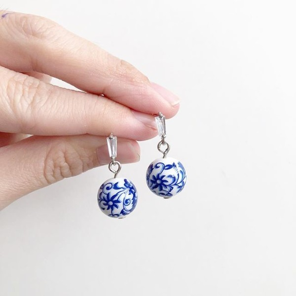 Blue China on Rhinestone stud - Diary of a Miniature Enthusiast