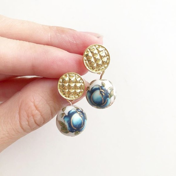 Blue Rose on Quilted Studs - Diary of a Miniature Enthusiast