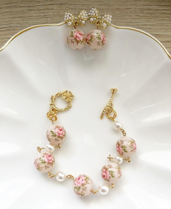 Pastel Pink Rose in Light Blush Pearls Set - Diary of a Miniature Enthusiast