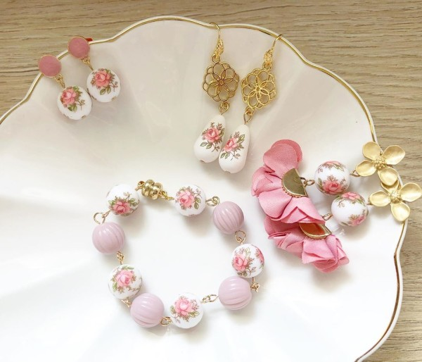 Pastel Pink Rose Earrings and Bracelet set - Diary of a Miniature Enthusiast