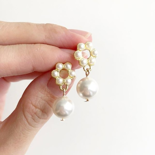 White and Pearl Earrings - Diary of a Miniature Enthusiast